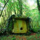 Дольмен вблизи озера Амткел (Абхазия)