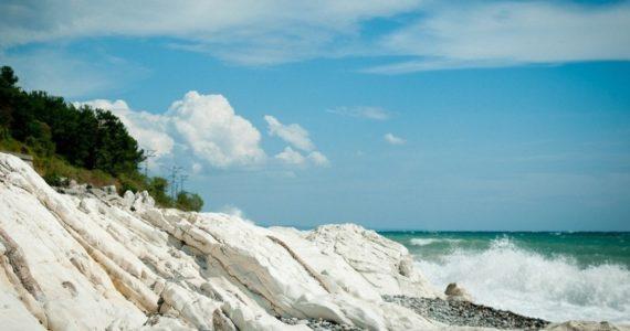 Пляж Белые Скалы (Абхазия)