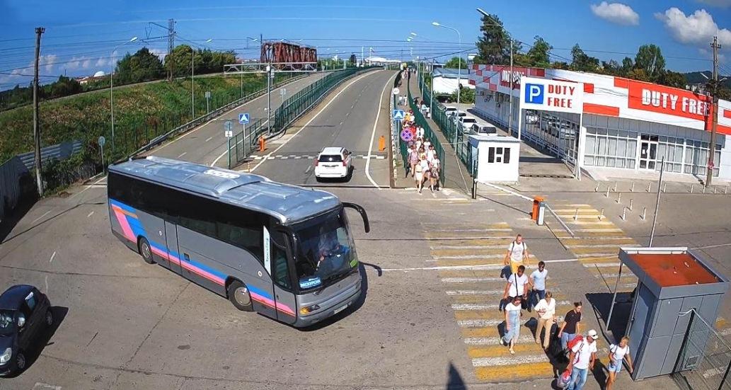 Границу Абхазии с Россией уже пересекли 200.000 человек