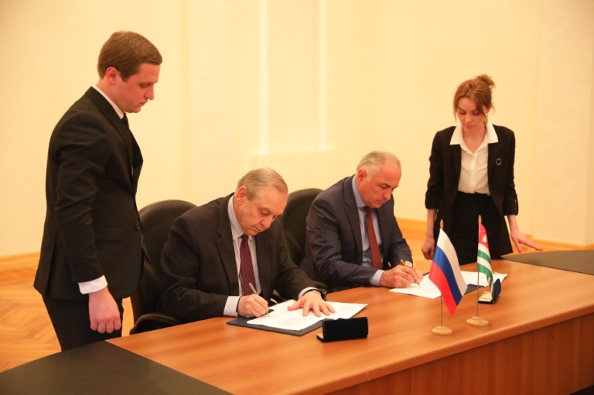 Абхазия и Крым подписали 3-летнюю программу сотрудничества