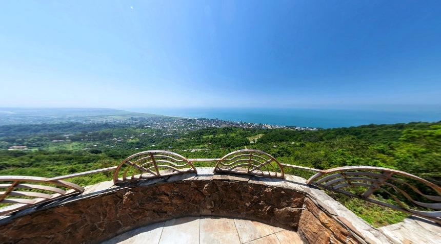 Вид с первой смотровой площадки Гагры (Абхазия)